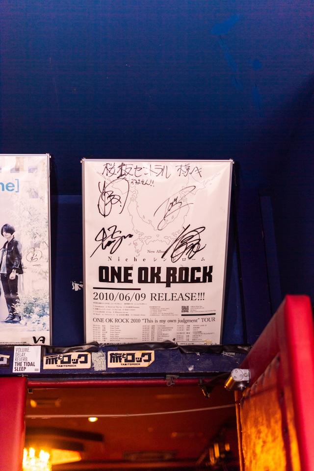桜坂セントラルに飾られているONEOKROCKのポスター。