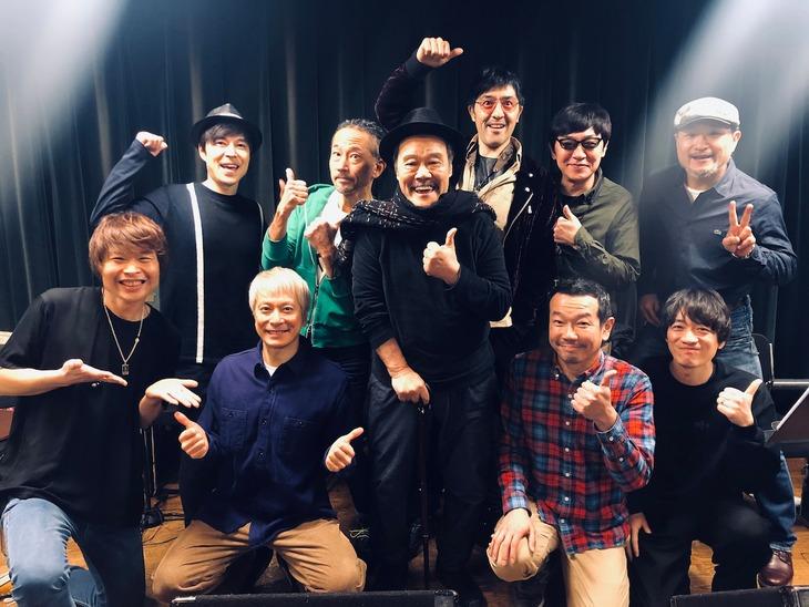 東京スカパラダイスオーケストラと西田敏行。