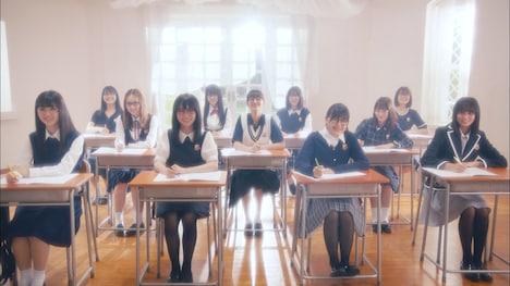 乃木坂46「図書室の君へ」ミュージックビデオのワンシーン。