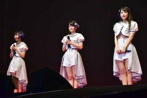 転校少女*の転入生。左から小西杏優、小倉月奏、上原わかな。