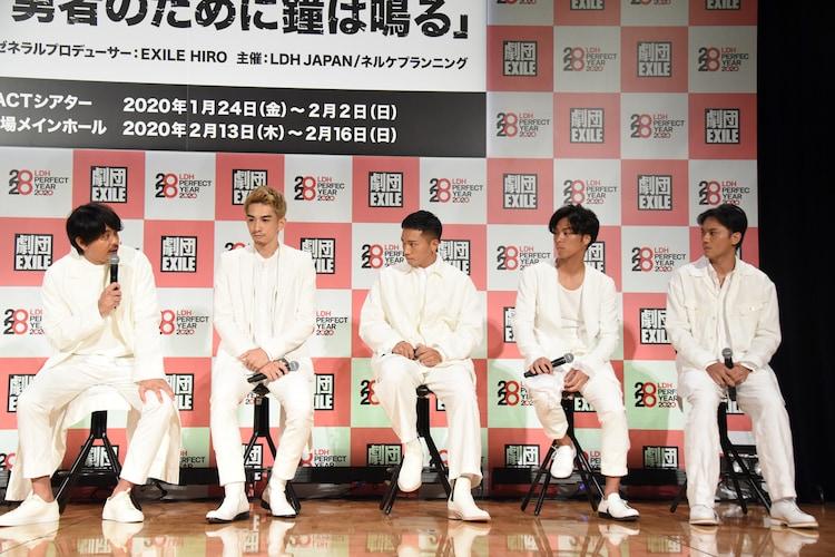 左から青柳翔、町田啓太、SWAY、小野塚勇人、小澤雄太。