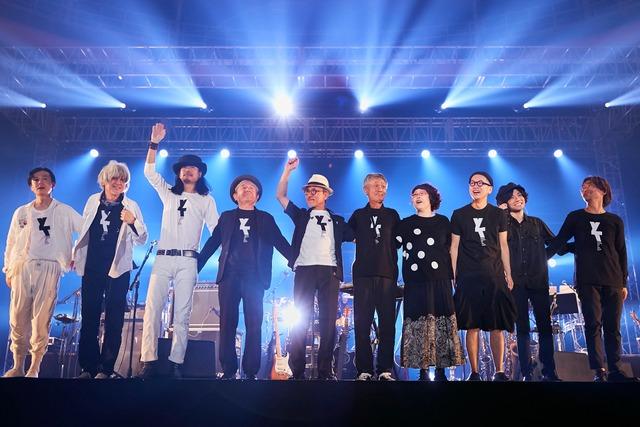 「WORLD HAPPINESS 2019 with HACHINOHE」より高橋幸宏とバンドメンバー。