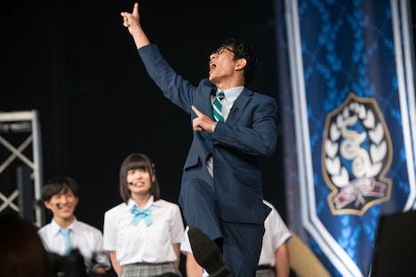 コントで誰よりも大暴れする柴田英嗣(アンタッチャブル)。