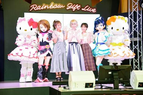左からハローキティ、キュアブラック、辻希美、五條真由美、高橋愛、キュアホワイト、ミミィ。
