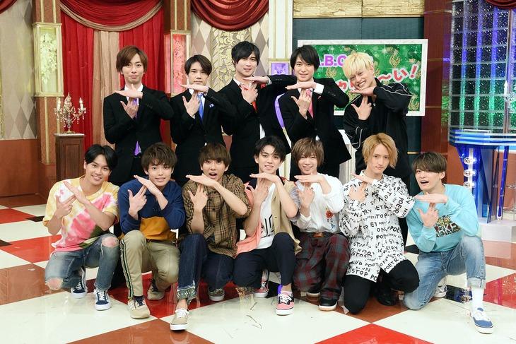 テレビ東京系「ABChanZOO」より。上段がA.B.C-Z、下段がTravis Japan。(c)テレビ東京