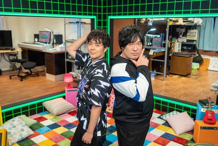 左から前山田健一、岡崎体育。(写真提供:NHK)