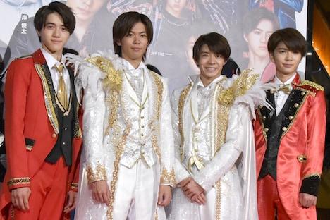 左から岩崎大昇(美 少年)、神宮寺勇太(King & Prince)、岸優太(King & Prince)、高橋優斗(HiHi Jets)。