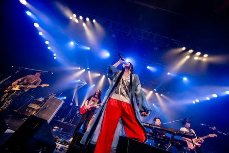 UNISON SQUARE GARDENと大胡田なつき、成田ハネダ、三澤勝洸(パスピエ)。(Photo by Viola Kam[V'z Twinkle])