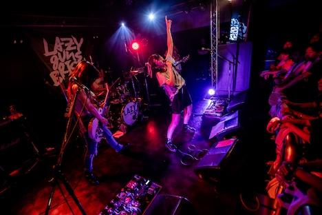 「LAZYgunsBRISKY Tour 2019『Riot Bulb』」東京・下北沢ReG公演の様子。(撮影:千太郎)