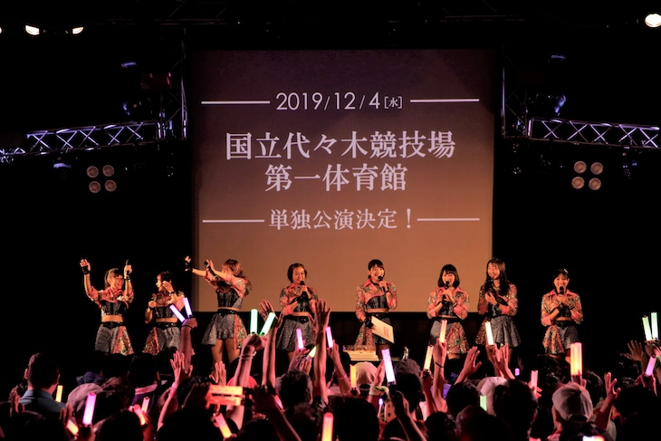 「Juice=Juice LIVE TOUR 2019 ~Con Amor~」東京・新宿ReNY公演の様子。(写真提供:アップフロントグループ)