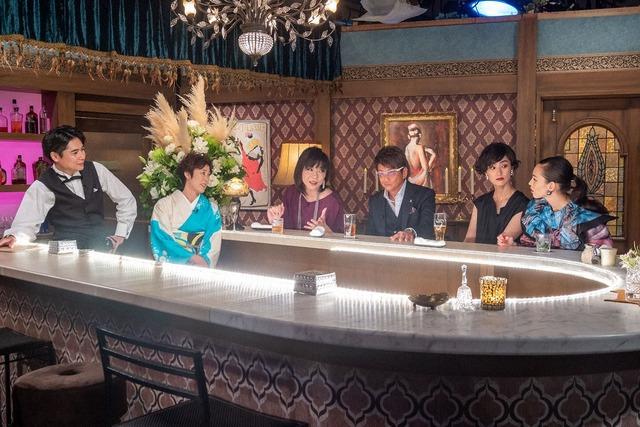 左から吉村崇(平成ノブシコブシ)、寺島しのぶ、ミッツ・マングローブ、哀川翔、シシド・カフカ、水原希子。(写真提供:NHK)