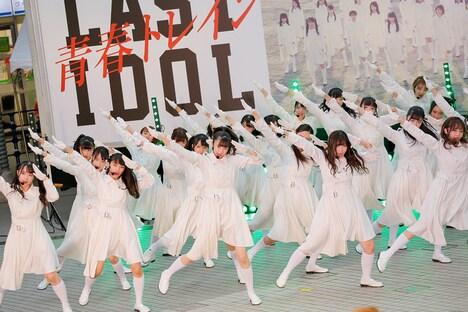 「青春トレイン」を披露するラストアイドル。(Photo by Yoshifumi Shimizu)