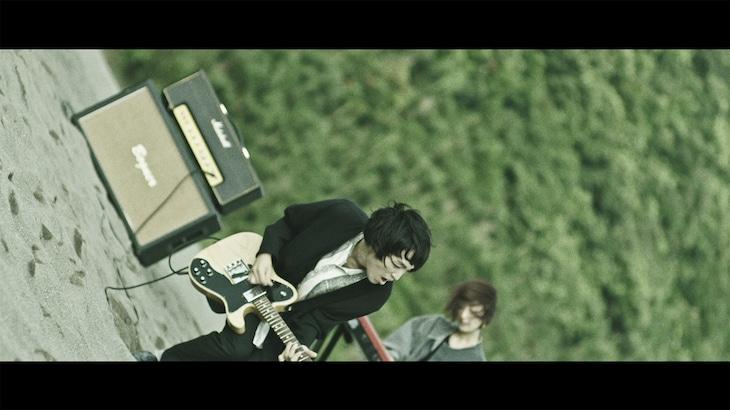 テスラは泣かない。「自由」ミュージックビデオのワンシーン。