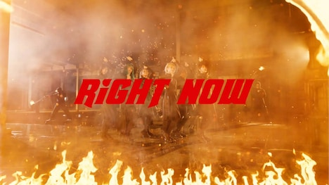 EMPiRE「RiGHT NOW」ミュージックビデオのワンシーン。