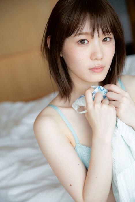 小池美波(欅坂46)1st写真集「青春の瓶詰め」より新たに公開されたカット。(撮影:阿部ちづる)
