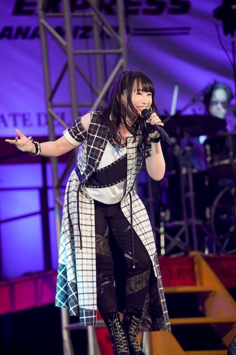 水樹奈々「NANA MIZUKI LIVE EXPRESS 2019」最終公演の様子。(写真提供:キングレコード)