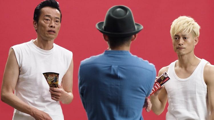森永製菓株式会社の「板チョコアイス」「ザ・クレープ」の新WEB動画CMシリーズ「アイスアクターズ」より「アイスアクターズ篇」のワンシーン。