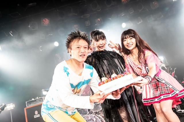 左からジョニー大蔵大臣、大森靖子、ぱいぱいでか美。(Photo by Masayo)