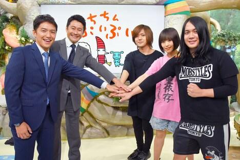 左から山中真アナウンサー、河田直也アナウンサー、ヤバイTシャツ屋さん。(c)MBS