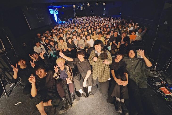 ユアネス、mol-74、観客の集合写真。(撮影:佐藤広理)