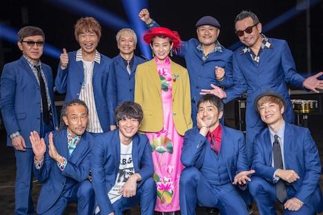 東京スカパラダイスオーケストラとコムアイ(水曜日のカンパネラ)。
