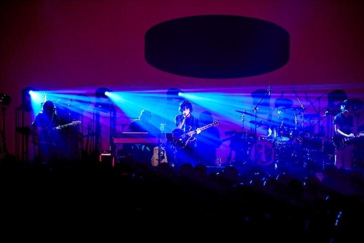 "BBHF「ONE MAN TOUR""Mirror Mirror""」東京・マイナビBLITZ赤坂公演の様子。(撮影:松木宏祐)"