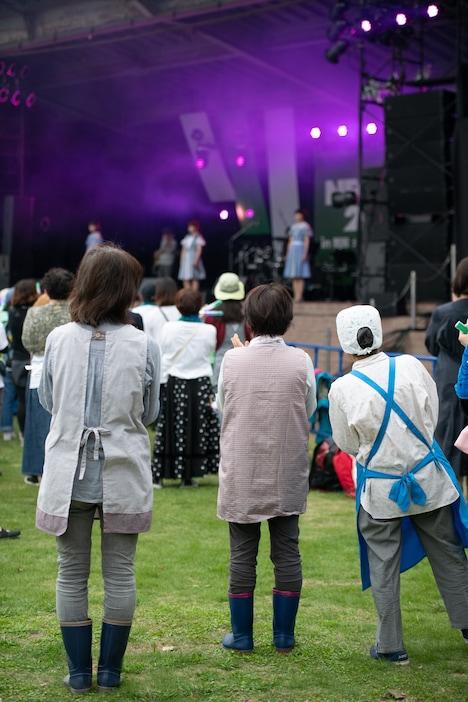 Negiccoのライブを見守る観客。