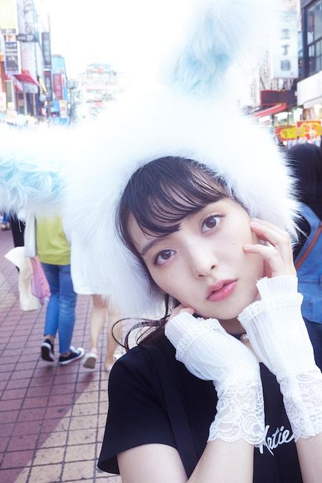 上坂すみれ「すみれいろ」掲載カット