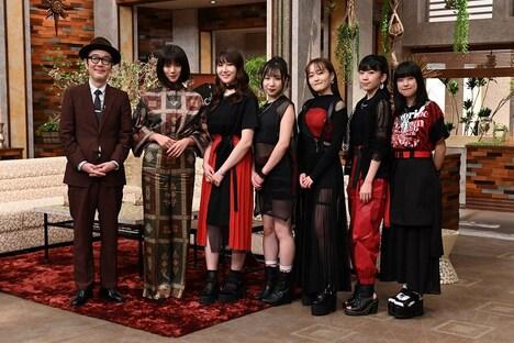 左からリリー・フランキー、池田エライザ、Little Glee Monster。(写真提供:NHK)