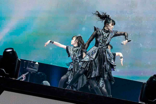 「BABYMETAL METAL GALAXY WORLD TOUR LIVE AT THE FORUM」の様子。(Photo by Taku Fujii)