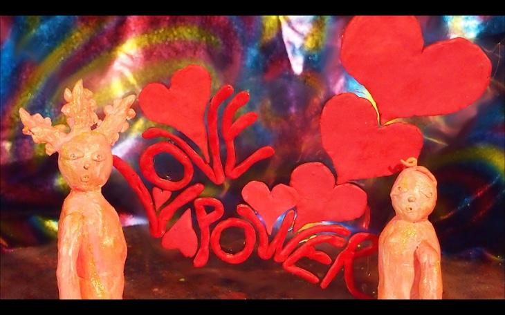 どついたるねん「ラブパワー」ミュージックビデオのワンシーン。