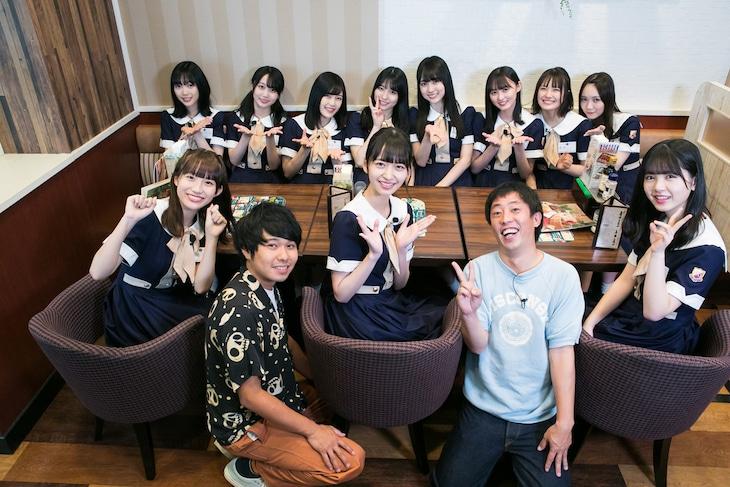 乃木坂46の4期生メンバーとさらば青春の光。(c)日本テレビ