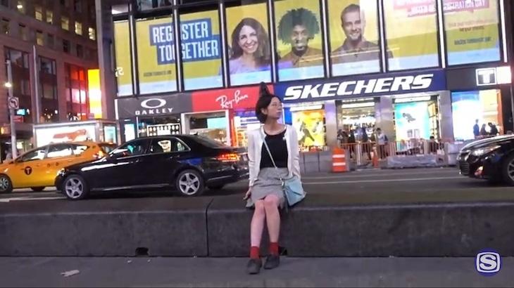 西中島きなこ「MOON」MVのワンシーン。