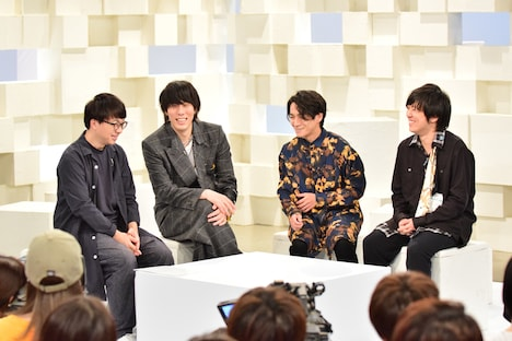 左から新海誠、野田洋次郎、武田祐介、桑原彰。(c)NHK