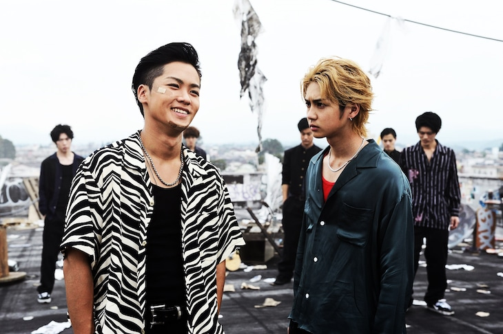「HiGH&LOW THE WORST」より。左から川村壱馬(THE RAMPAGE from EXILE TRIBE)演じる花岡楓士雄、吉野北人(THE RAMPAGE from EXILE TRIBE)演じる高城司。