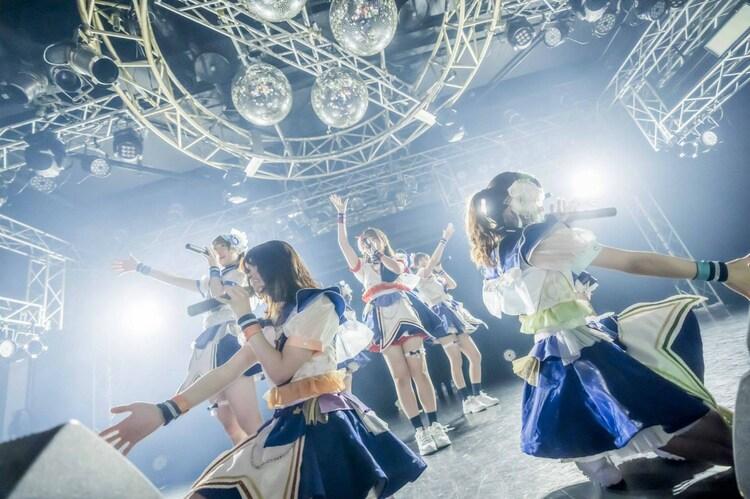 「煌めき☆アンフォレント4周年記念LIVE DAY2」の様子。(写真提供:日本コロムビア)