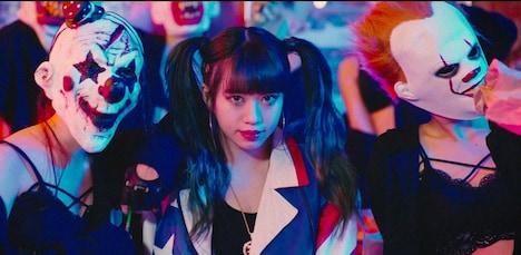 「Have it my way」MVのワンシーン。