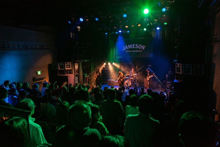 「JAMESON HALLOWEEN LIVE」FINLANDSのステージの様子。