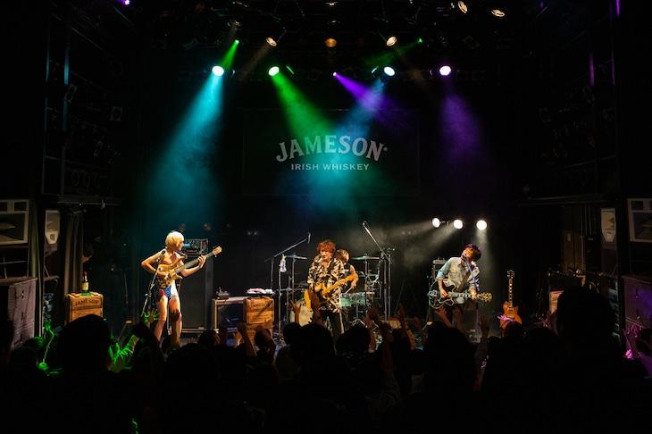 「JAMESON HALLOWEEN LIVE」グッドモーニングアメリカのステージの様子。