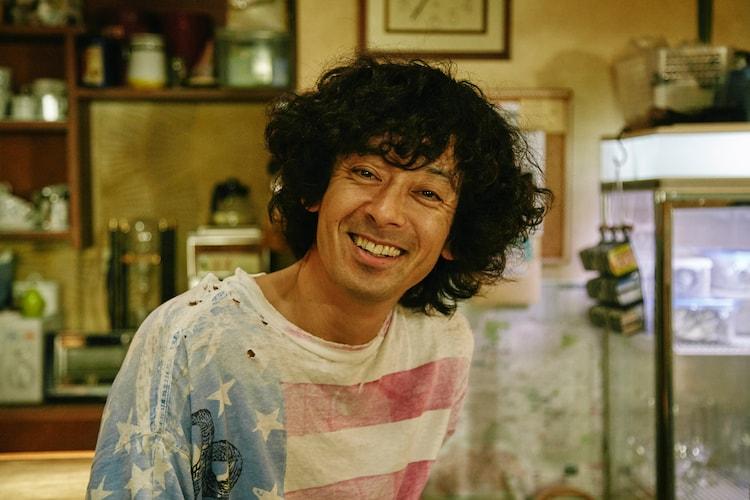 滝藤賢一演じる弟・二路。 (c)「コタキ兄弟と四苦八苦」製作委員会