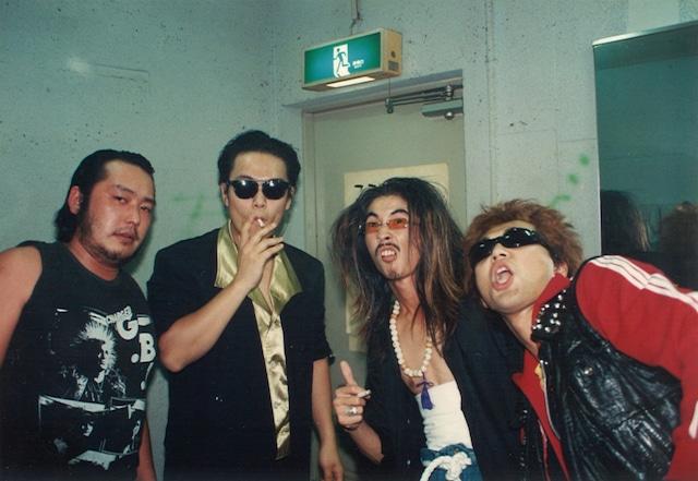 1990年に撮影された怒髪天の写真。