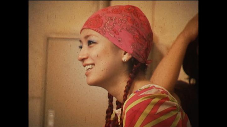 浜崎あゆみ「TO BE」リリックビデオのワンシーン。