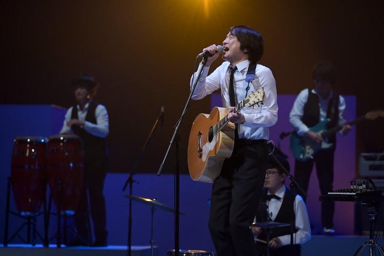 小沢健二「SONGS」で「So kakkoii 宇宙」収録曲パフォーマンス、焼鳥屋でSNS発信