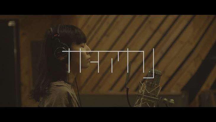 ナナヲアカリ「イエスマンイズデッド(Acoustic Ver.)」リリックビデオより。