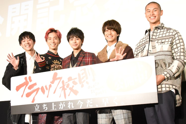 映画「ブラック校則」キャスト。左から水沢林太郎、田中樹(SixTONES / ジャニーズJr.)、佐藤勝利(Sexy Zone)、高橋海人(King & Prince)、葵揚。