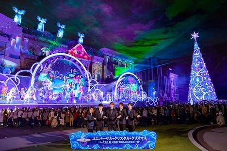 「ユニバーサル・クリスタル・クリスマス」開幕セレモニーに登場した関ジャニ∞。(写真提供:ユニバーサル・スタジオ・ジャパン)