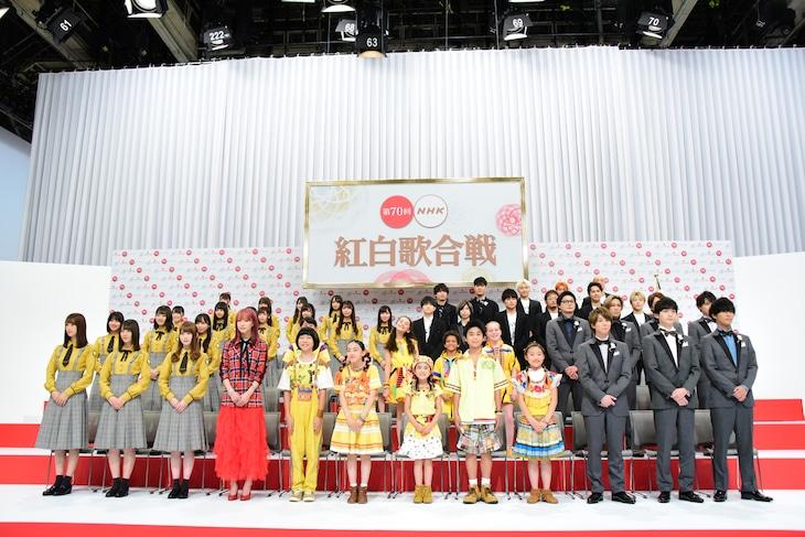 「第70回NHK紅白歌合戦」の出場歌手発表会見の様子。