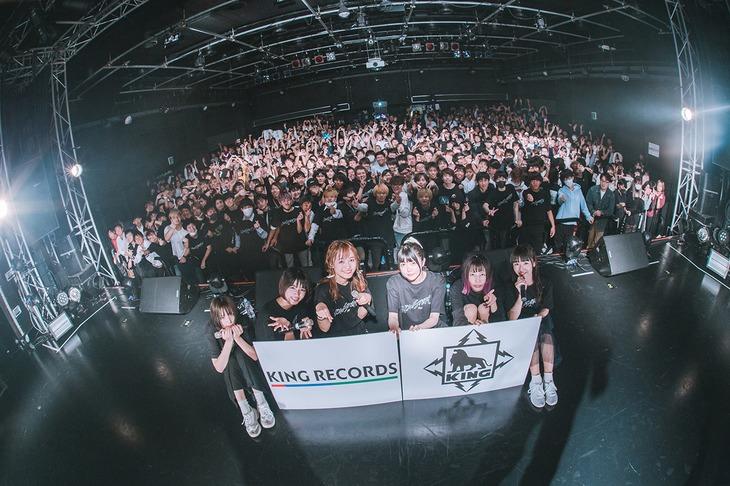 真っ白なキャンバス「NOW STEP ON TOUR」ファイナル公演の様子。(撮影:真島洸[M.u.D])