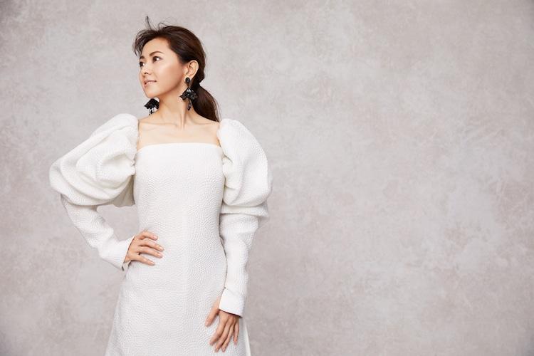 「ゼクシィPremier Winter2020」の倉木麻衣のアザーカット。