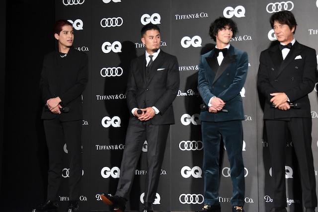 左からkemio、田村優選手、賀来賢人、草刈正雄。